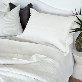 ABBEY WHITE COVERLET BEDSPREAD